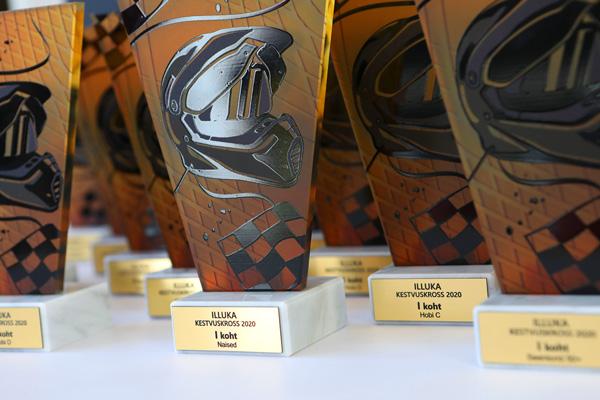 karikad medalid meened auhinnad klaasmeened auhind karikas medal meene
